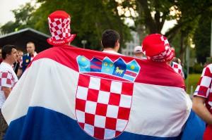 Hrvatski nogometni navijači prije utakmice između Hrvatske i Škotske